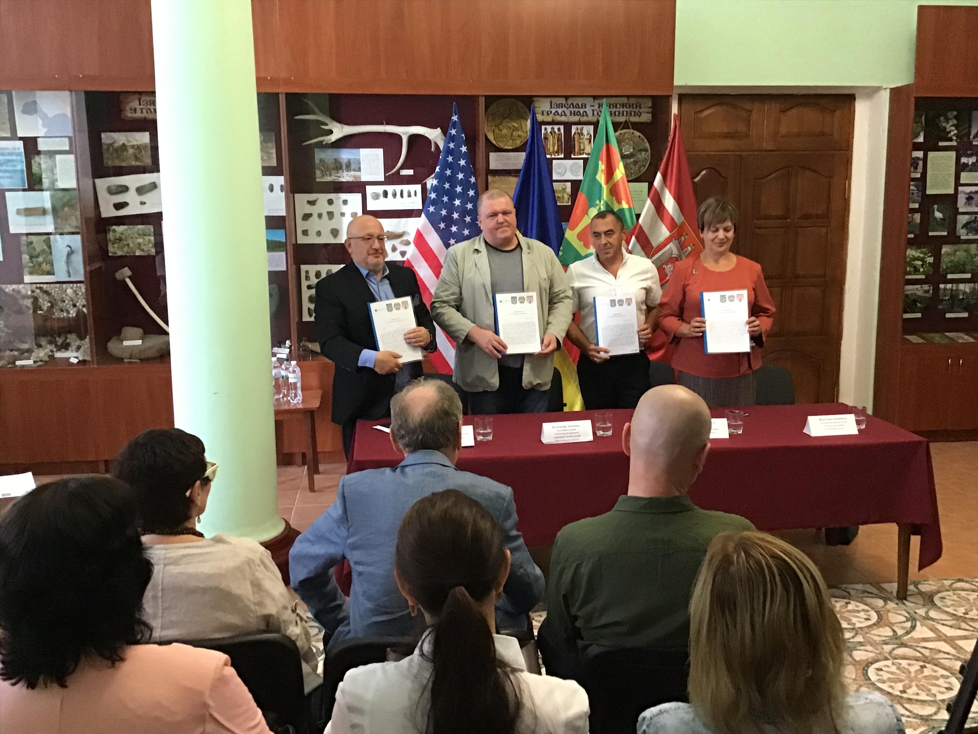 Підписано Меморандум між благодійним Фондом Цаля Каплуна (США) та місцевими органами влади Ізяславщини